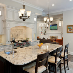 traditional kitchen by KITCHEN VIEWS