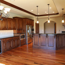 Traditional Kitchen by L & B Custom Cabinets Inc.