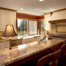 Traditional Kitchen by Lisa Purdy