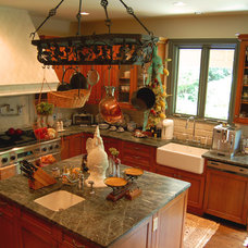 Farmhouse Kitchen by Lone Star Building & Construction Services, Inc.