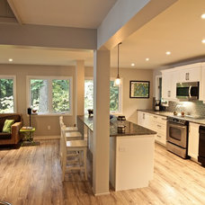 Beach Style Kitchen by Kawartha Lakes Construction