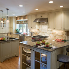 Traditional Kitchen by Owings Brothers Contracting