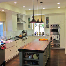 Beach Style Kitchen by Peninsula Design and Remodeling