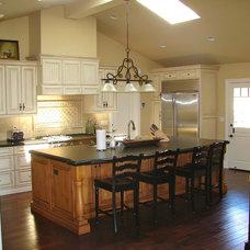 Traditional Kitchen by Pritzkat & Johnson Architects