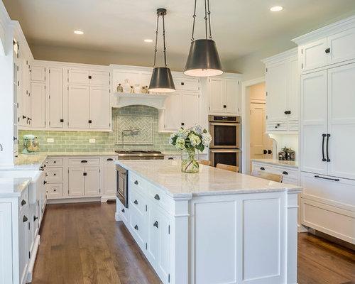 cuisine avec une cr dence en carreau de verre et un plan de travail en terrazzo photos et. Black Bedroom Furniture Sets. Home Design Ideas