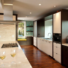 Contemporary Kitchen by R Johnston Interiors
