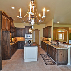 Kitchen by Silver Stone Homes LLC