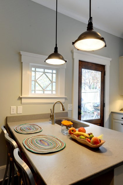 Traditional Kitchen by South Peak