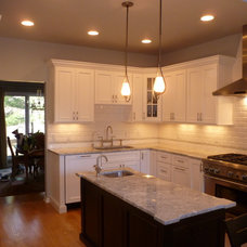 Traditional Kitchen by T & M Kitchens