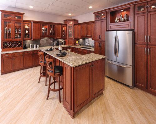 Cucina con ante a filo e pavimento in laminato foto e - Pavimento laminato per cucina ...
