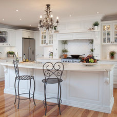 Traditional Kitchen by Town & Country Designs
