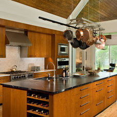 Modern Kitchen by Troy Cabinetmakers