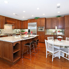 Traditional Kitchen by V.I.Photography & Design