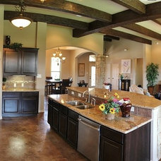 Rustic Kitchen by Vale-Irvin Homes