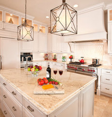 traditional kitchen by Veranda Homes