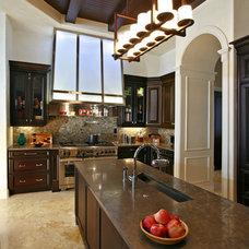 Modern Kitchen by Veranda Homes