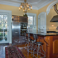 Traditional Kitchen by Virtual Access Tours