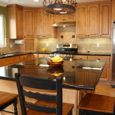 Traditional Kitchen by sunbay construction