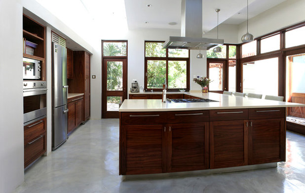 Contemporary Kitchen by Burl Collective (Pty) Ltd