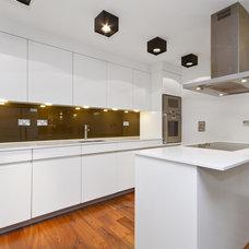Modern Kitchen by Chris Snook