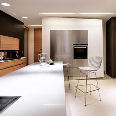 Modern Kitchen by Knoll