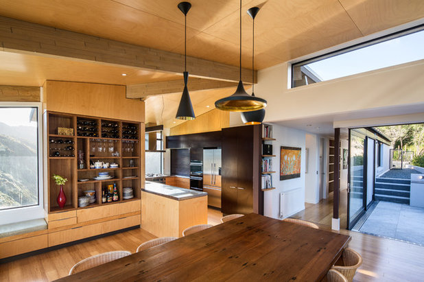 Contemporary Kitchen by Tse:Wallace Architects Ltd