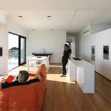 Modern Kitchen by Daniel Marshall Architect