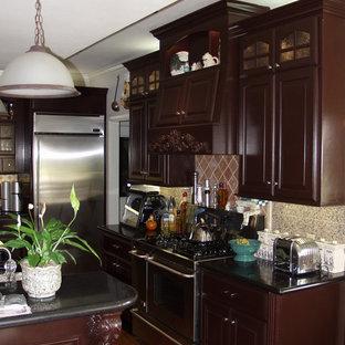 オースティンのサンタフェスタイルのおしゃれなキッチン (御影石カウンター、シルバーの調理設備の) の写真