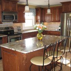 Traditional Kitchen by Lisa Ellis / Kitchen Advantage