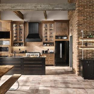 デトロイトの中サイズのインダストリアルスタイルのおしゃれなキッチン (アンダーカウンターシンク、シェーカースタイル扉のキャビネット、中間色木目調キャビネット、黒い調理設備、グレーの床) の写真