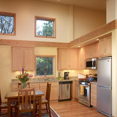 Transitional Kitchen by Rainbow Valley Design & Construction - Portland