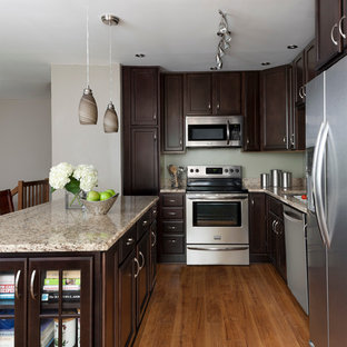 Merveilleux Elegant L Shaped Eat In Kitchen Photo In Detroit With Recessed Panel  Cabinets