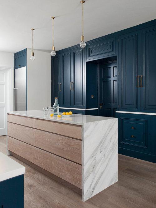 Cuisine parall le avec des portes de placard bleues photos et id es d co de cuisines - Cuisine parallele ...