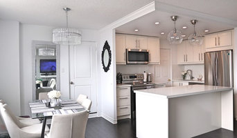 L-shaped 5'x7' IKEA kitchen with 6' island. Grimslov off-white finish.
