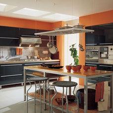 Modern Kitchen by ladimoradesign.com