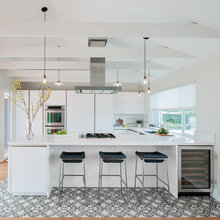 White kitchen with Simatic cabinets