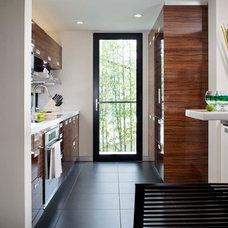 Modern Kitchen by Streamline Development