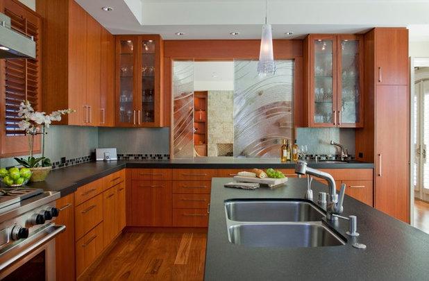 コンテンポラリー キッチン by Alpha Design Group