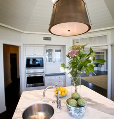 traditional kitchen by Andrea May Hunter/Gatherer