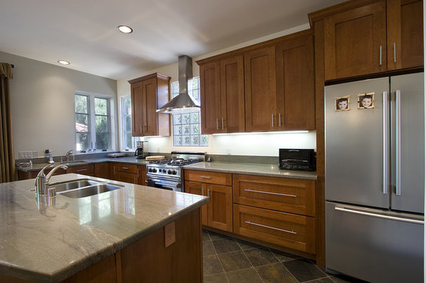 Contemporary Kitchen by Ambience Photography