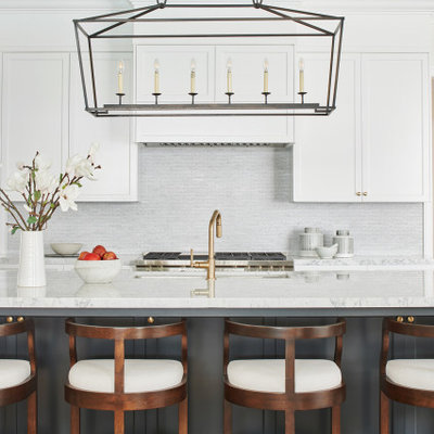 Eat-in kitchen - transitional light wood floor and beige floor eat-in kitchen idea in Los Angeles with an undermount sink, shaker cabinets, gray cabinets, quartz countertops, white backsplash, mosaic tile backsplash and white countertops