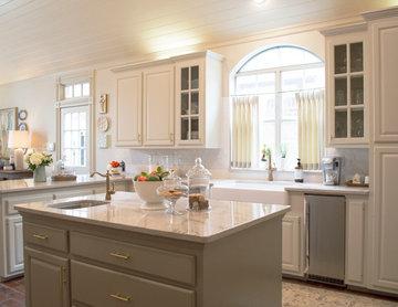 Lafayette Home - Kitchen / Breakfast / Living