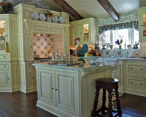 Traditional U Shaped Kitchen Idea In Los Angeles With A Farmhouse Sink,  Beaded Inset