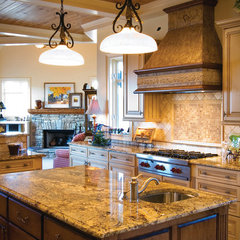 traditional kitchen by Timberlake Custom Homes, Inc.