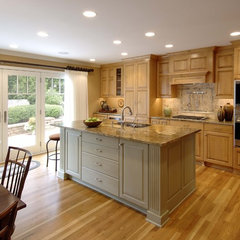traditional kitchen by Lake Country Builders