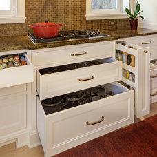 Traditional Kitchen by Leslie Dohr Interior Design LLC