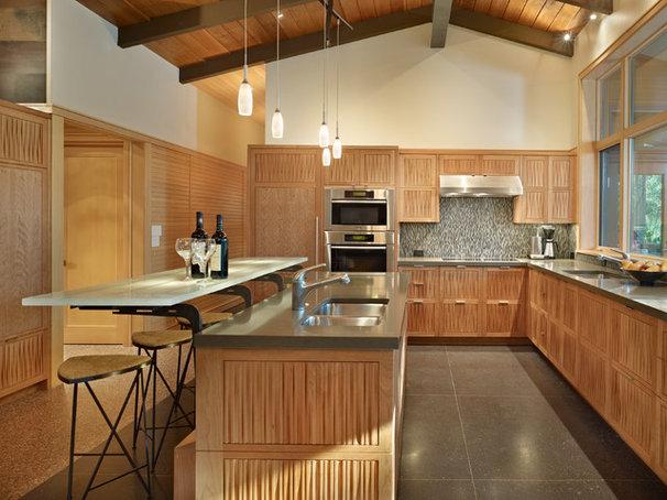 Midcentury Kitchen by FINNE Architects