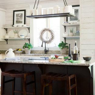 アトランタのシャビーシック調のおしゃれなキッチンの写真