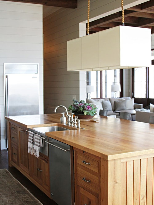 Kitchen - beach style kitchen idea in Atlanta with stainless steel  appliances, a farmhouse sink