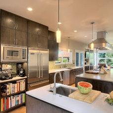 Modern Kitchen by Ryan Rhodes Designs, Inc.